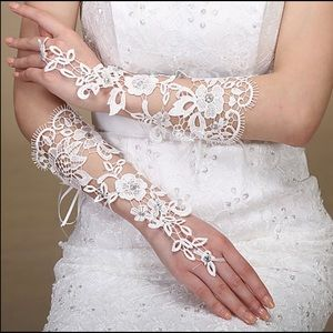 NWT White Lace Design Gloves